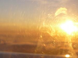 von der Sonne geblendet