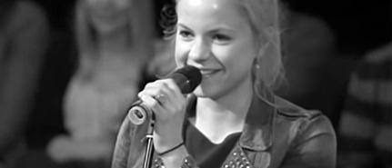 Julia Engelmann am Mikrofon