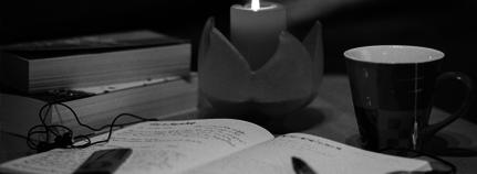 Tagebuch bei Kerze und Tee